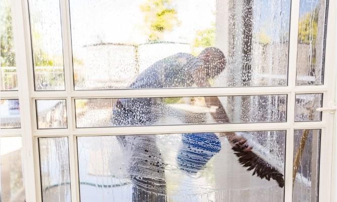 איך מנקים חלונות